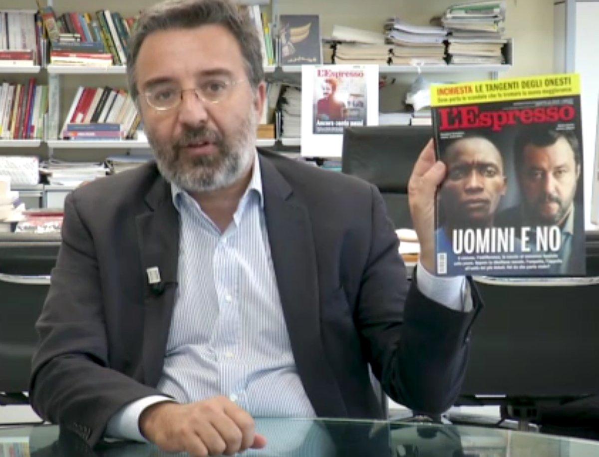 uomini e no, copertina dell'Espresso con Marco Damilano che ne regge una copia con Salvini
