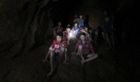 ragazzi grotta thailandia