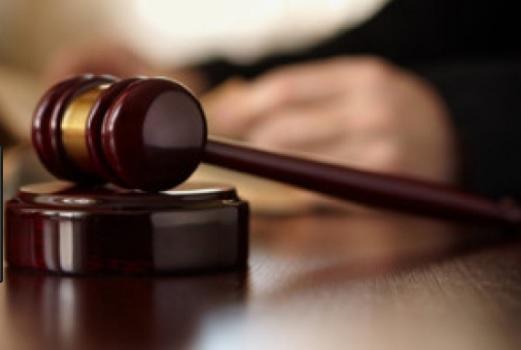 Assegno bancario non trasferibile firma falsa non è più reato