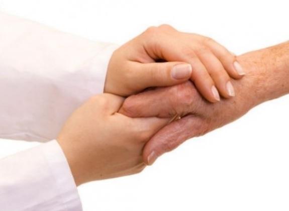 Assegno di invalidità con accompagnamento over 65, chi può avere di più