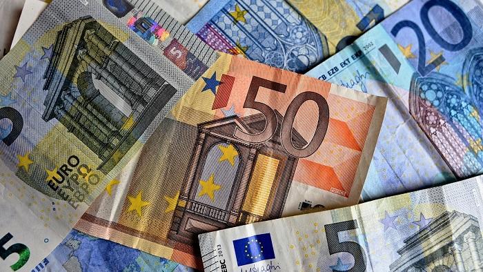 Assegno Legge 104 bonus 1900 euro caregiver