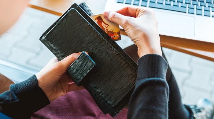 Conto corrente e carta prepagata con Iban: costo e differenze. I consigli