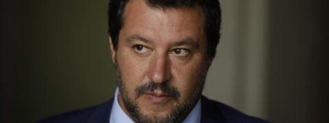 sondaggi politic Biografia di Matteo Salvini, che affronta luigi di maio. Sondaggi politici Demos porti chiusi, il Nord Est si schiera con Salvini. Gad Lerner attacca Matteo Salvini