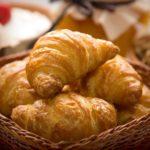 Rischio salmonella: salsicce e croissant, la circolare del Ministero