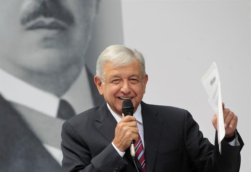 Andres Manuel Lopez Obrador si insedia alla presidenza del Messico