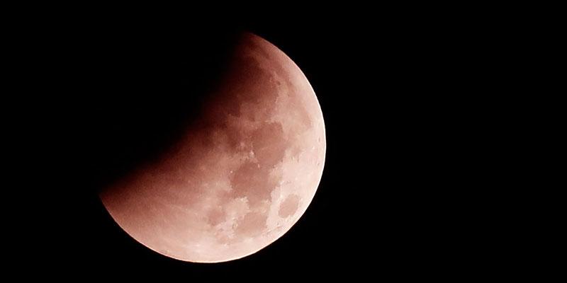 Eclissi totale di luna in arrivo: quando e come vederla