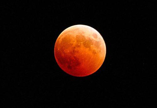 Eclissi lunare totale 21 gennaio 2019 orario e dove vederla in Italia