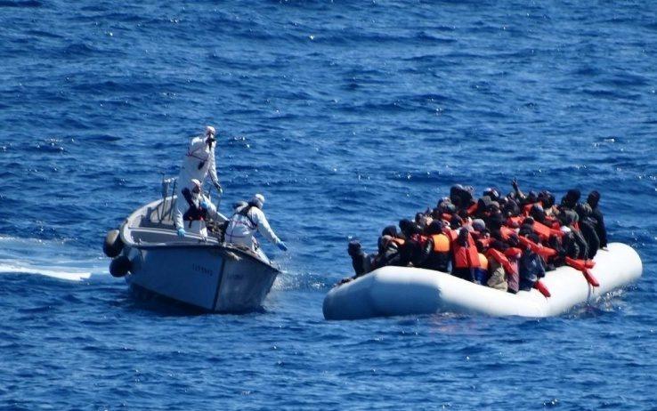 Sondaggi politici confronto Ipsos-TP italiani con Salvini sui migranti