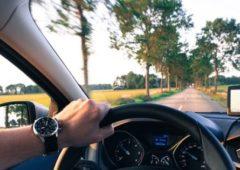 Guida senza patente: sanzioni e costo multa, cosa succede