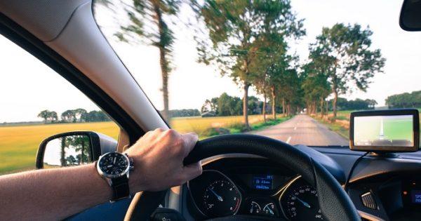 Guida senza patente, sanzioni e costo multa, cosa succede