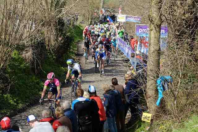 Giro delle Fiandre: Alberto Bettiol vince, è il suo primo successo
