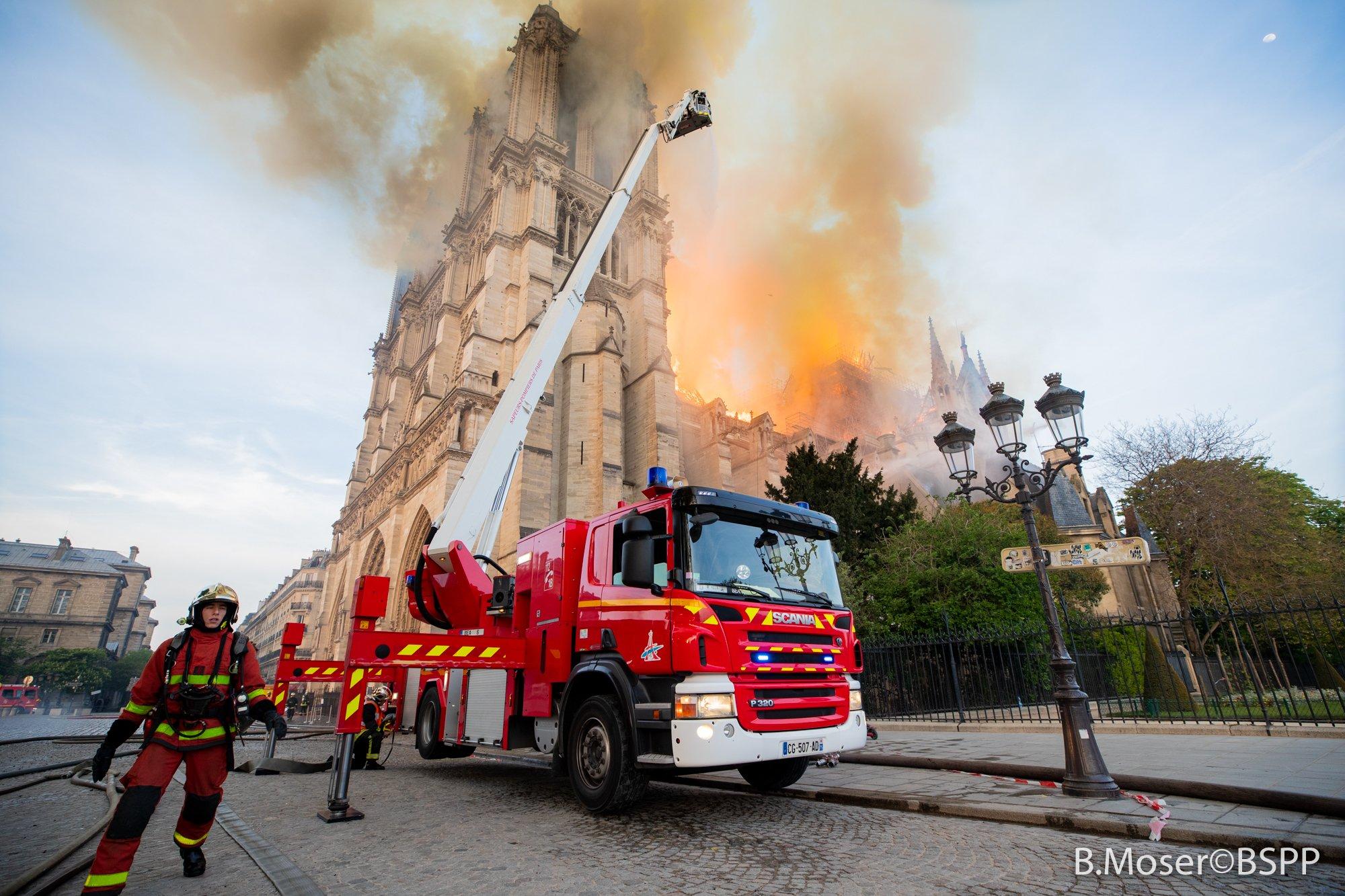 Incendio Notre Dame, ultime notizie struttura resta instabile, le condizioni