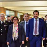 """Servizio militare obbligatorio: scontro Salvini-Trenta """"pensiamo al futuro"""""""