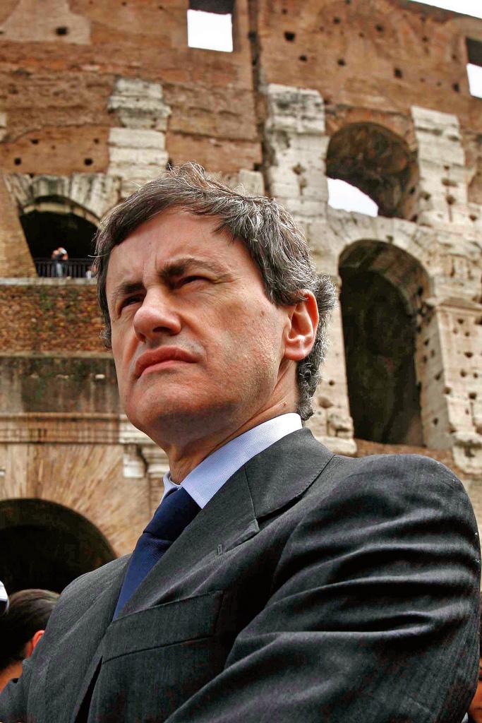 Gianni Alemanno indagato