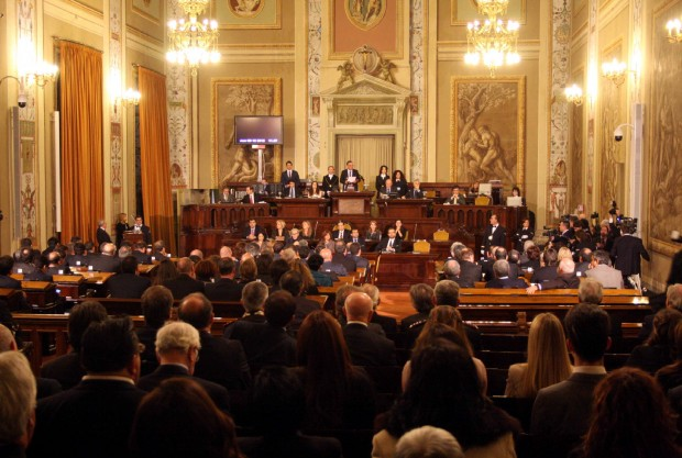 vitalizio mensile, assemblea regionale siciliana rosario crocetta