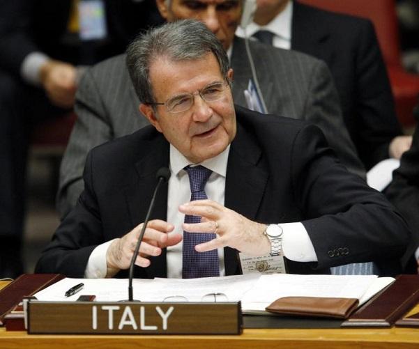 Crisi Grecia, Prodi al microfono con scritta Italia