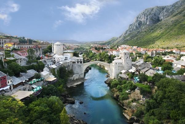 situazione Balcani il ponte di Mostar in Bosnia