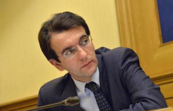 sinistra italiana, d'attorre, renzi, il deputato vicino a bersani nella sala delle conferenza stampa della camera dei deputati