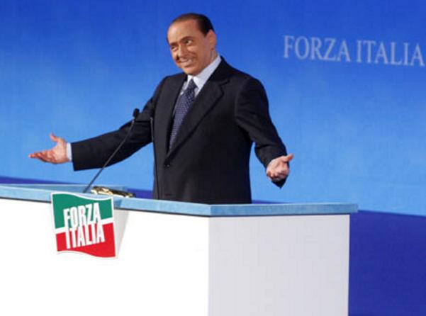 Berlusconi e Forza Italia, M5S, Pd, ballottaggio, Berlusconi in espressione sorniona durante una manifestazione di Forza Italia