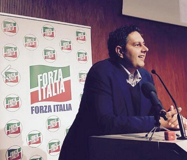 Toti, Verdini, Forza Italia, il presidente della regione Liguria durante un convegno di Forza Italia