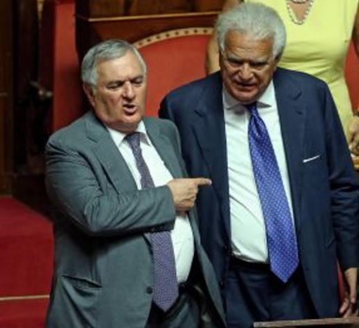verdini, i senatori vincenzo d'anna e denis verdini affianco in Parlamento