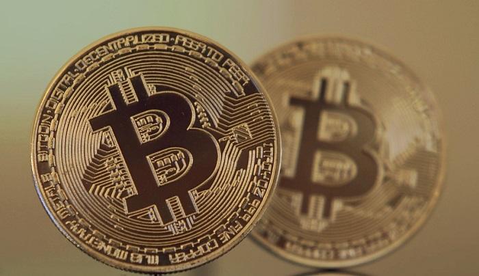 Bitcoin quasi a 12 mila dollari: previsto nuovo rialzo