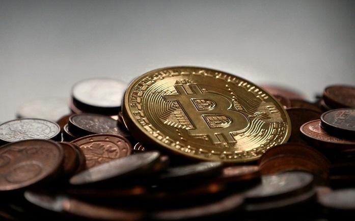 Bitcoin: pubblicità addio su Google e Facebook