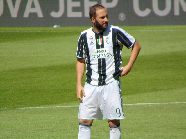 Calciomercato Milan: per Higuain il Chelsea si fa insistente