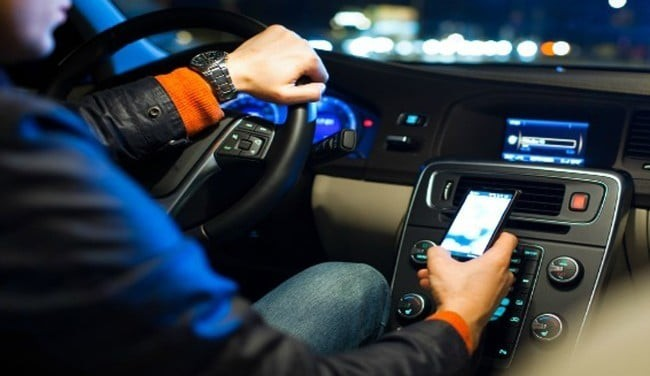 Smartphone alla guida: sanzioni e novità del 2019
