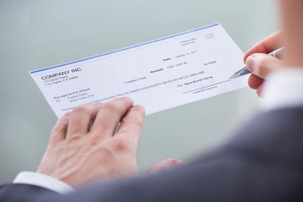 Assegno bancario scoperto o cabriolet, cosa fare, sanzioni e rischi
