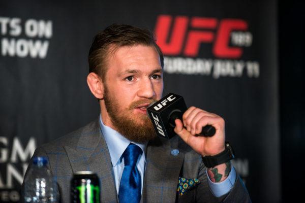 Il campione di MMA Conor McGregor si ritira