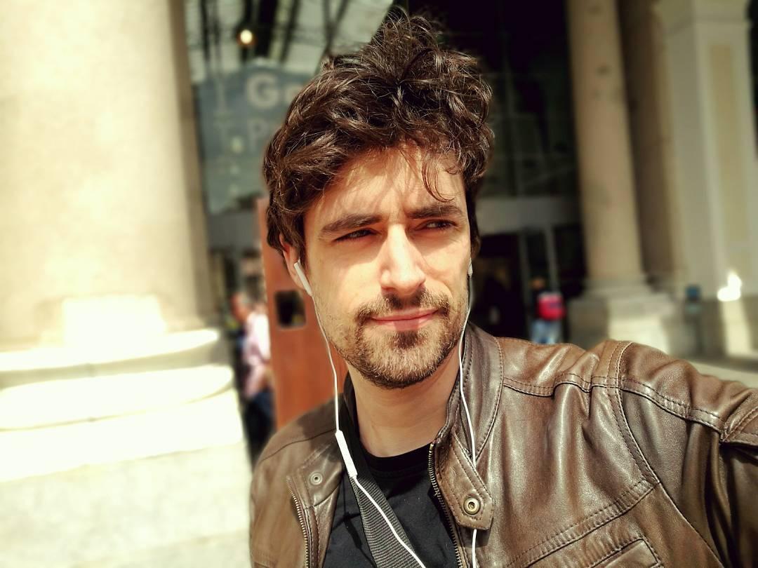 Flavio Parenti: moglie, film e altezza. Chi è in Mentre ero via su Rai 1