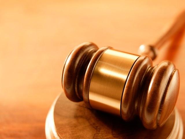Errore materiale sentenza: responsabilità del giudice e cosa fare