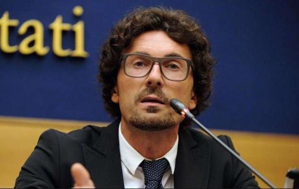 """Scontro Salvini-Toninelli su cantieri e Ong """"troppe opere bloccate"""""""