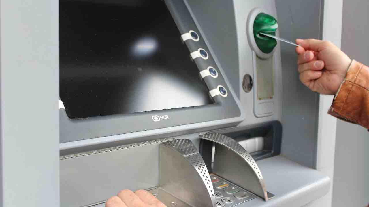 Truffa stazione centrale Milano: clonate centinaia di carte di credito