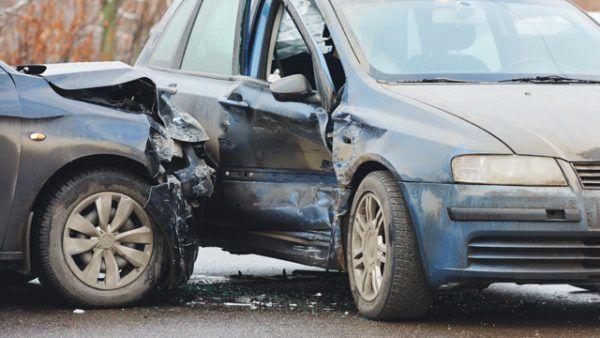 Incidente con passeggero senza cintura: chi paga i danni e importo sanzione