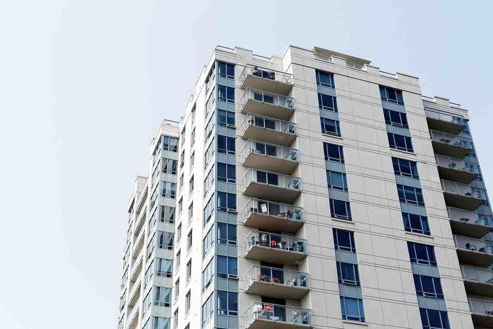 Infiltrazioni condominio responsabilità, chi ne risponde e chi deve pagare