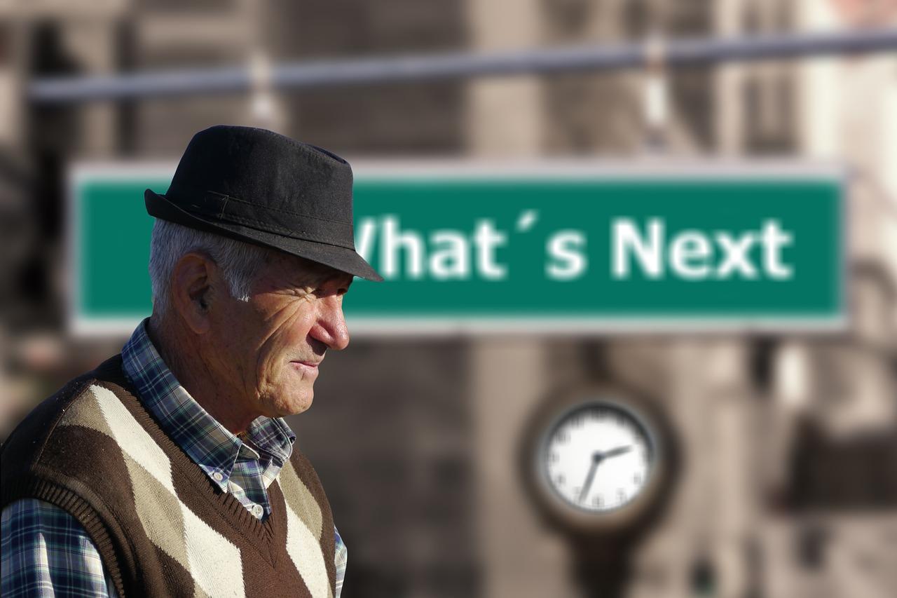 anziano con cappello