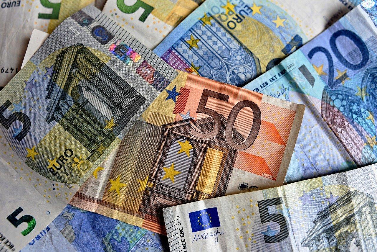 conseguenze del pagamento con soldi falsi, cosa si rischia