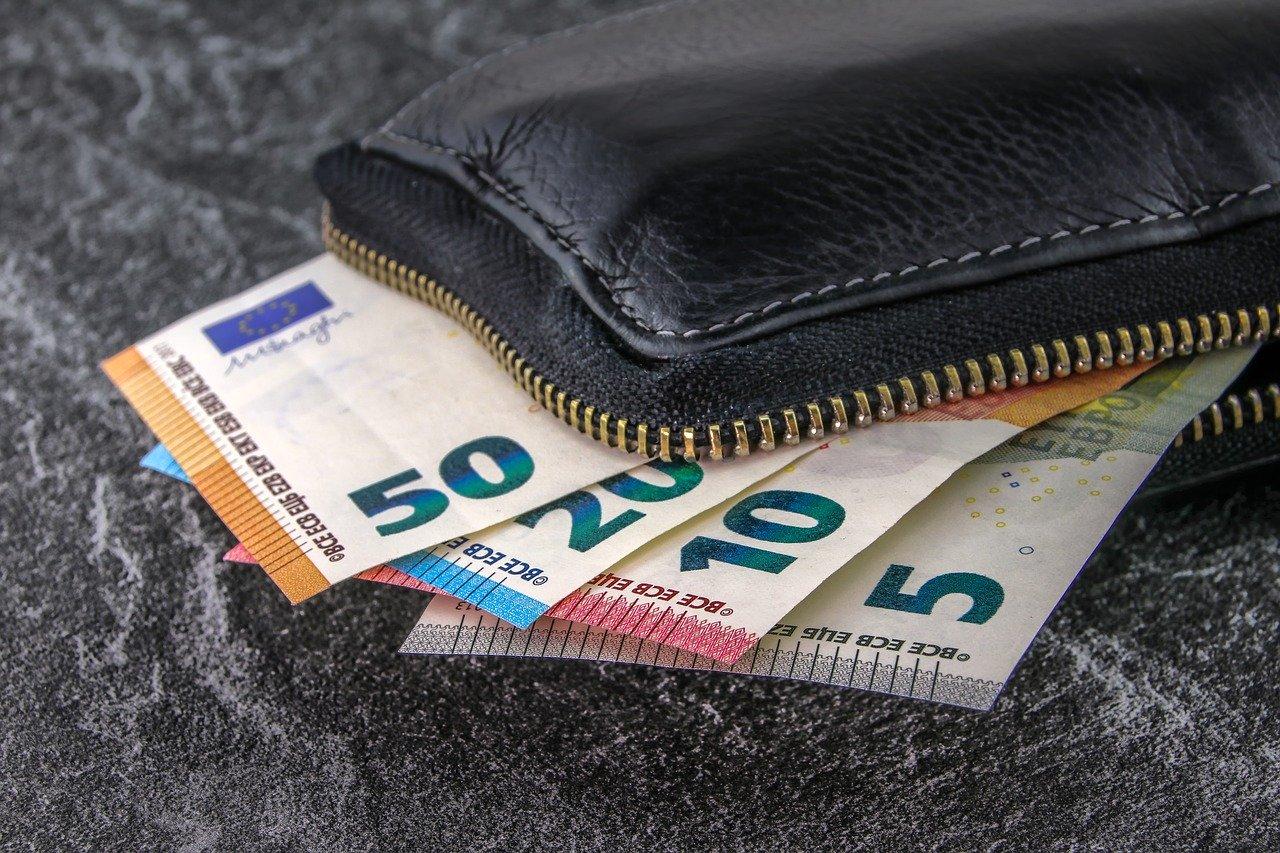 Contratto affitto canone di locazione in contanti