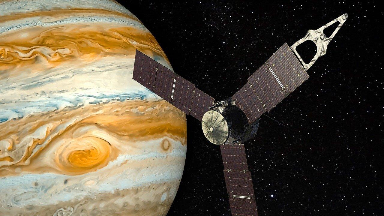 Giove la sonda Juno scopre 7 cicloni sul pianeta. I dettagli