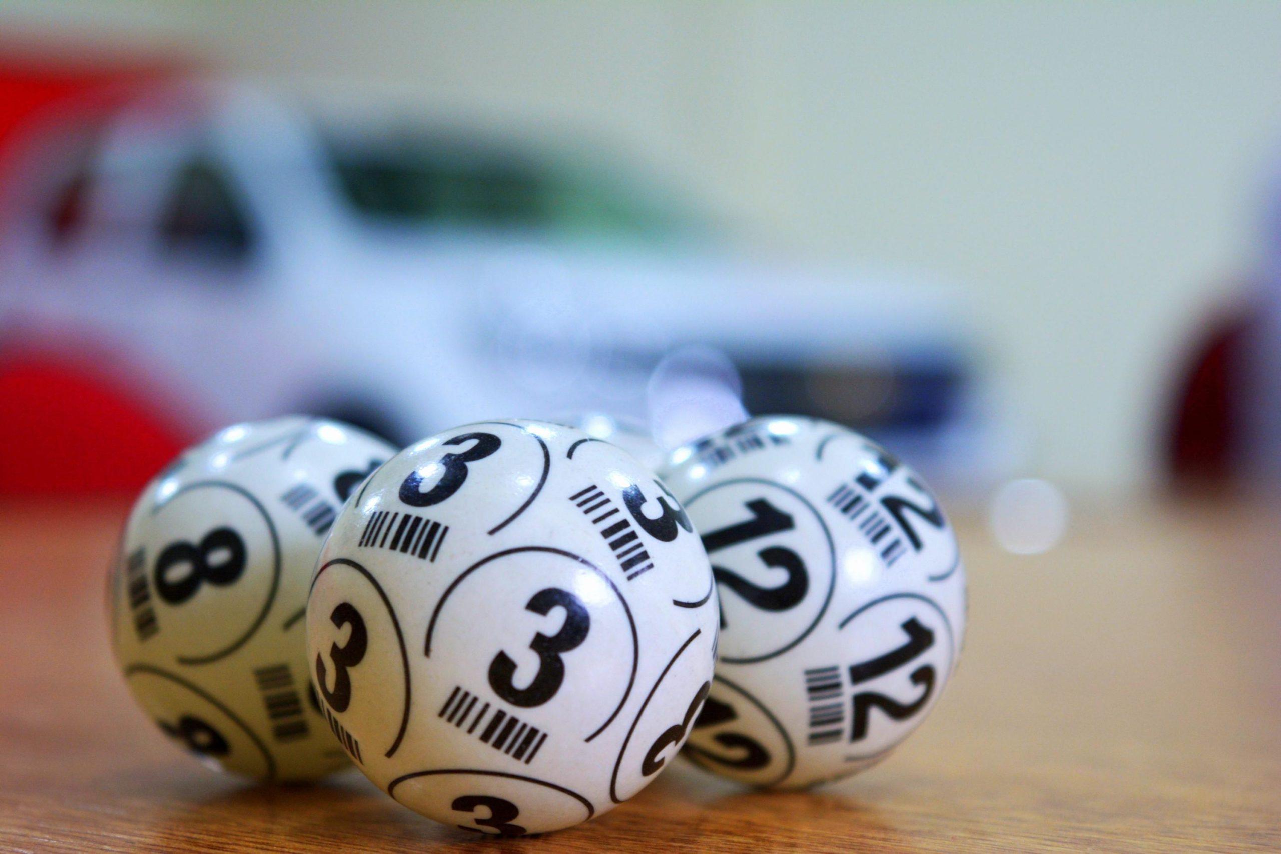 Palline utilizzate per estrarre numeri di una lotteria, simili a quelle per estrazione superenalotto