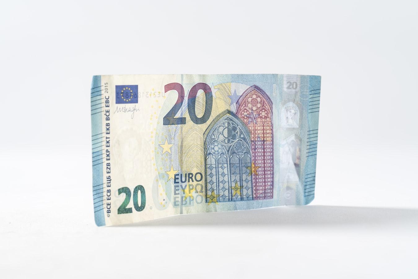 Bonus Renzi - Banconota di 20 euro con sfondo bianco