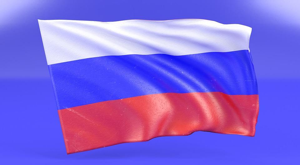 Bandiera russa su sfondo blu