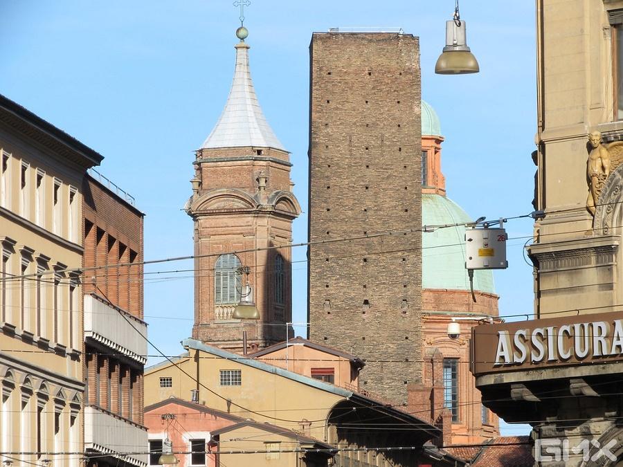 Immagine delle due torri di Bologna