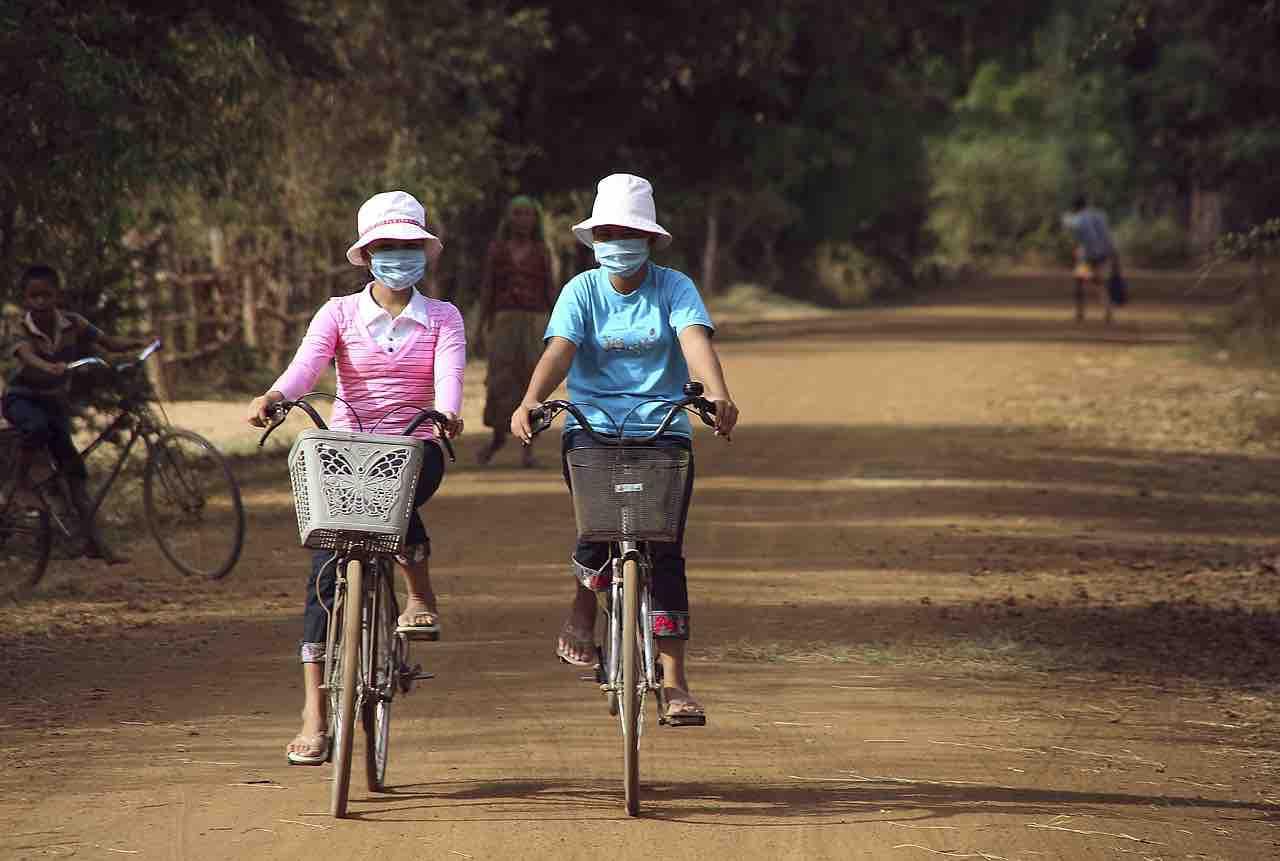 Cinesi in bici