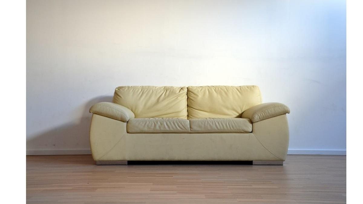 non è la d'urso - divano