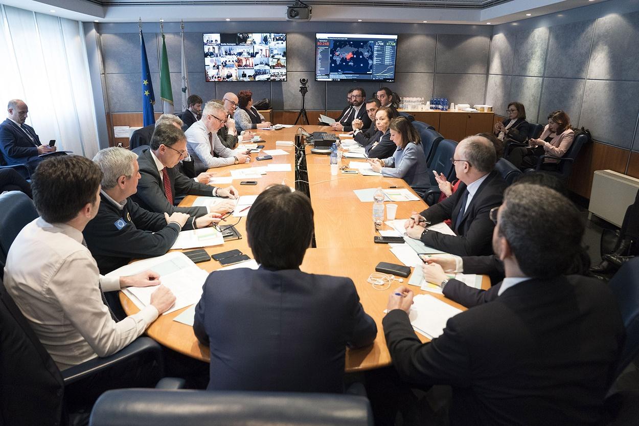 Immagine di una riunione dell'esecutivo sul coronavirus