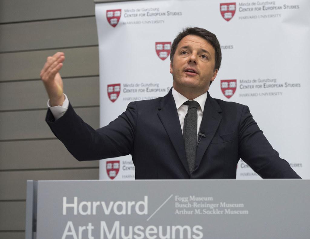 Matteo Renzi nel corso di una iniziativa pubblica