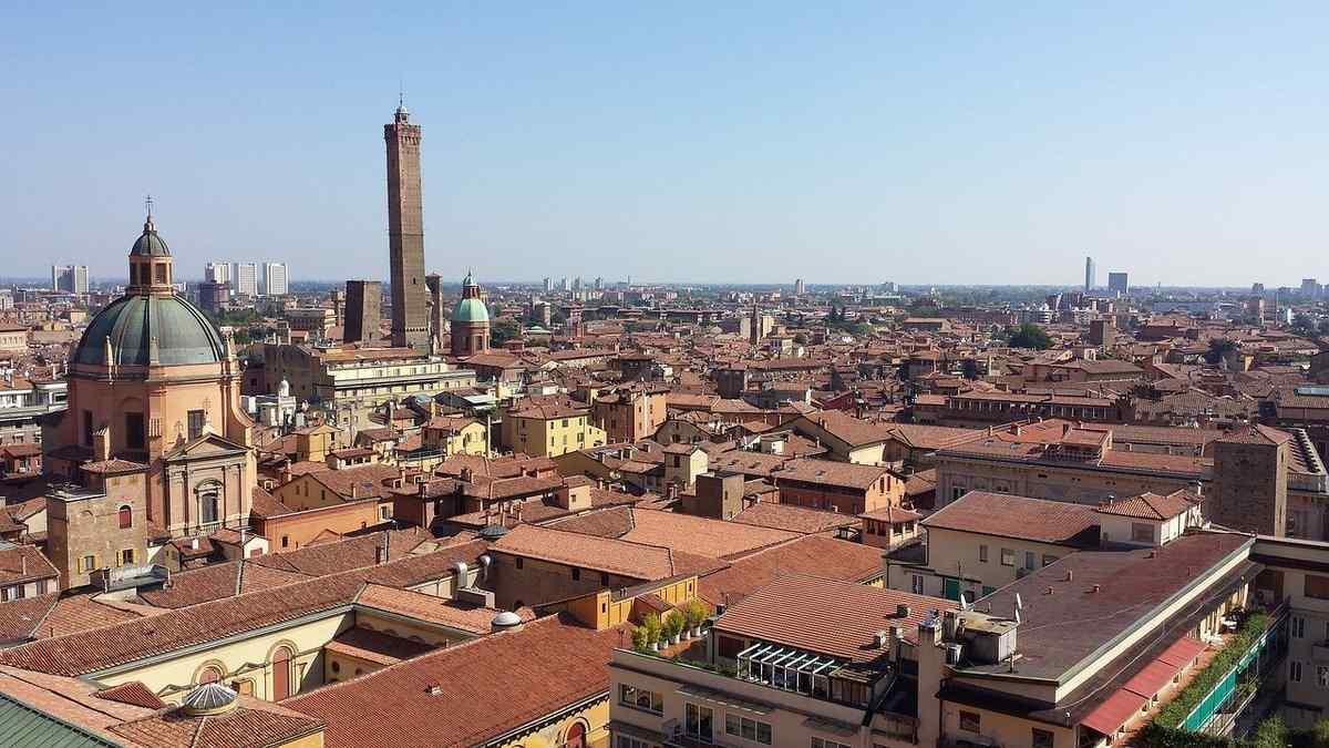 Ricatto hard a Bologna estorsione di mille euro a un operaio